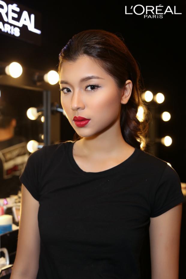 Ánh Quỳnh nổi tiếng với vẻ đẹp không góc chết, cùng phong cách trưởng thành, sắc sảo và cá tính. Thế nên son đỏ tông trầm như sinh ra dành cho cô nàng.