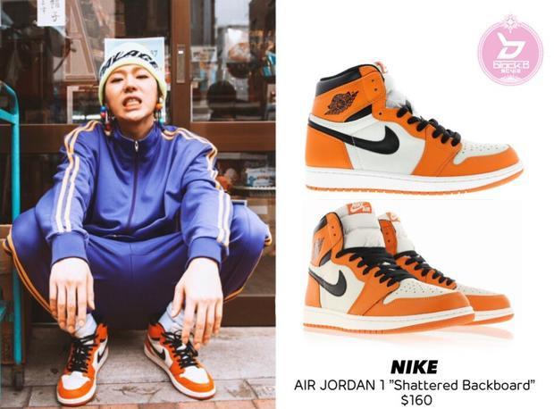 Đôi sneaker của Nike màu trắng cam cà rốt với giá 3,6 triệu đồng.