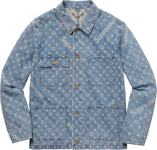 Chiếc áo denim jacket nằm trong cùng bộ sưu tập được mix layer với giá 2185 USD (50 triệu đồng).