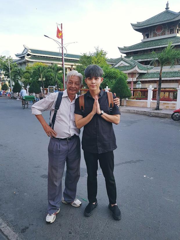 Sau khi nhóm 365 tách, Jun đã dọn về sống chung với bố để tiện chăm sóc.