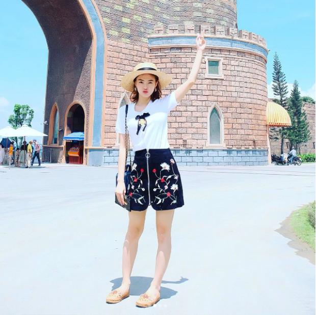 Minh Hằng đã diện chân váy này từ tháng 3, khi thiết kế mới lên kệ bán chưa được bao lâu.