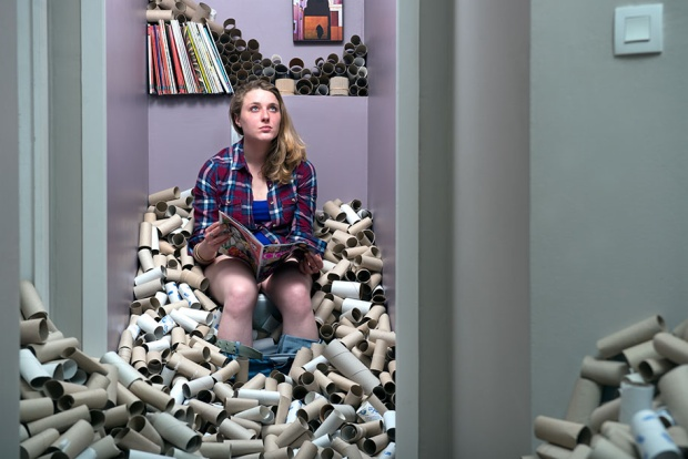 Nhiếp ảnh gia trữ rác trong nhà suốt bốn năm để bảo vệ môi trường