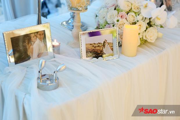 Không gian tiệc cưới trang trí với tông màu trắng làm chủ đạo.