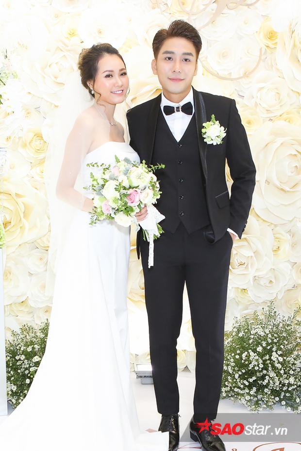 Nửa kia của Huy Nam tên Hiền Vy, cô sống tại Oslo, Na Uy. Hai người đã hẹn hò khá lâu trước khi quyết định tiến đến hôn nhân.