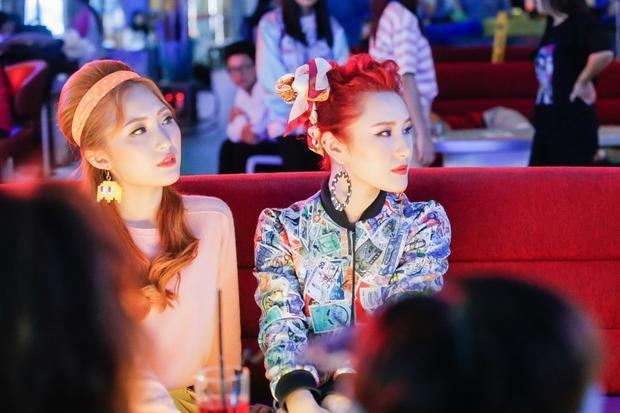 Sản phẩm đầu tay - MV Love You Want You được đầu tư bài bản đã giới thiệu đến khán giả một girlgroup trẻ trung, đáng yêu và năng động.