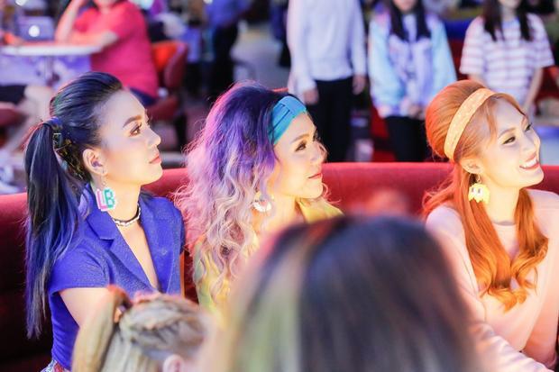 Và chỉ đúng 1 tháng sau đó, các cô gái đã tạo nên một cơn sốt với MV Số nhọ được thực hiện phần ghi hình tại Singapore.