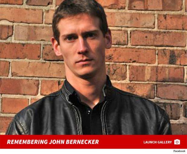 Mọi người vô cùng tiếc thương John Bernecker.