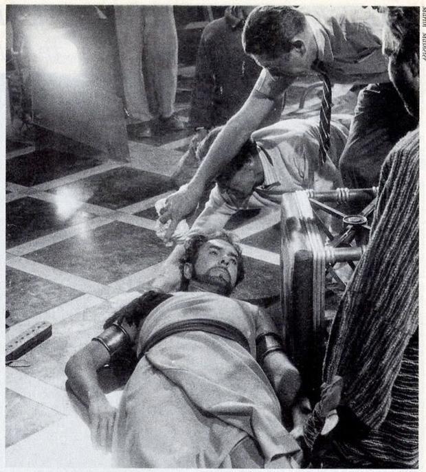 Tyrone Power chết trên phim trường vì cơn đau tim