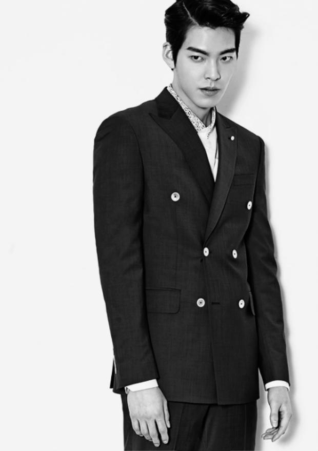 Kim Woo Bin đột ngột bị chấm dứt hợp đồng làm người đại diện, nhiều nghi vấn bệnh tình trở nặng