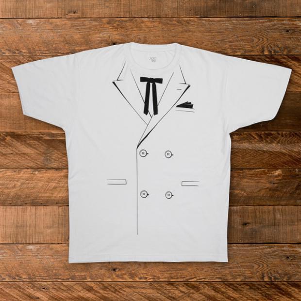 Điểm nhấn thú vị cho cả BST là chiếc áo thun được in hình tượng trưngthiết kế tuxedo vô cùng đáng yêu vàdễ dàng ứng dụng.