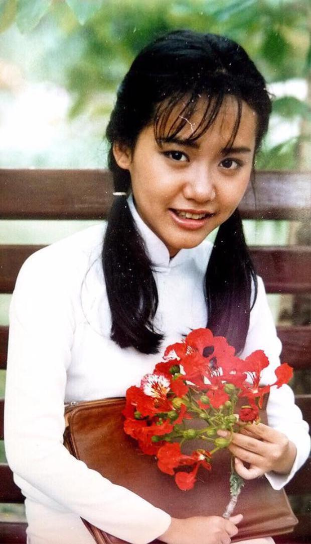 Đạo diễn Hồng Ánh không ngần ngại chia sẻ hình ảnh mình thời còn đi học ngay trong bài viết về Cô gái đến từ hôm qua.