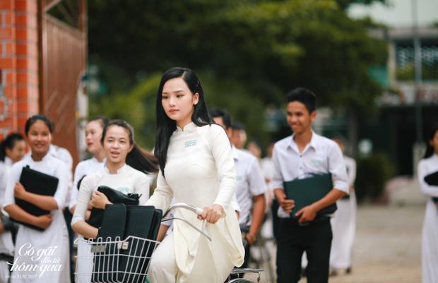 Tuổi học trò đáng nhớ với những tà áo dài trắng thướt tha.