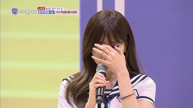Lee HaeIn bật khóc vì màn thể hiện không tốt của mình.