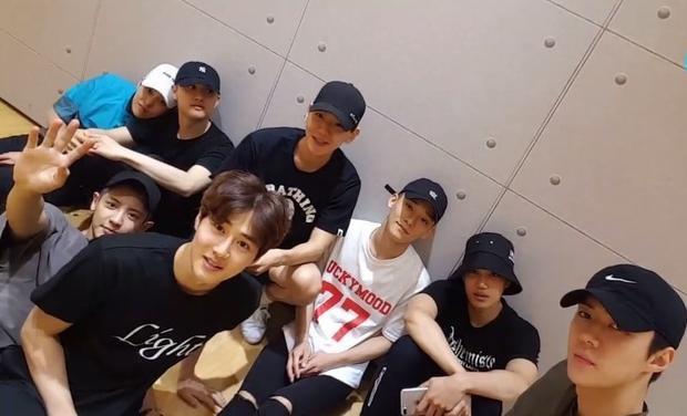 """EXO tự tin tiết lộ kế hoạch comeback cùng The War: """"EXO đã sẵn sàng để giành tỏa sáng vào nửa cuối củanăm nay. Chúng tôi muốn dành cả mùa hè sôi động này với bạn, những người hâm mộ của chúng tôi""""."""