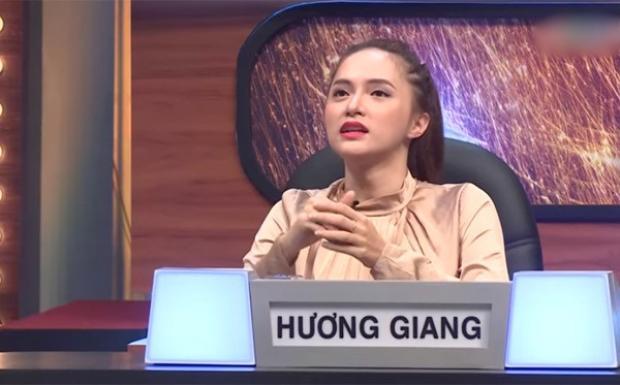 Hương Giang vạ miệng với nghệ sĩ Trung Dân trên buổi ghi hình.