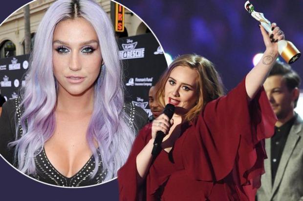 """Adele dành tặng cúp Brit Awards cho Kesha với lời nhắn: """"Tôi xin dành khoảnh khắc này để lên tiếng ủng hộ chị Kesha trước tất cả mọi người""""."""