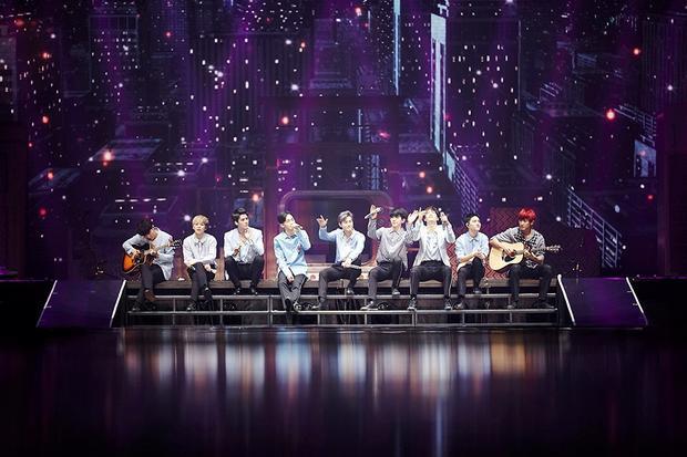 EXO là nhóm nhạc K-Pop đầu tiên tổ chức show diễn ở sân vận động trong nhà ở Hàn Quốc với sức chứa lên đến 22.000 người.