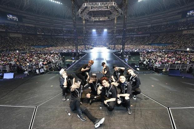 EXO Planet #3 - The EXO'rDIUM đã đi qua 11 quốc gia với 18 thành phố, tổng cộng 37 buổi hòa nhạc trong vòng 9 tháng cùng hàng triệu fan đến từ khắp thế giới.