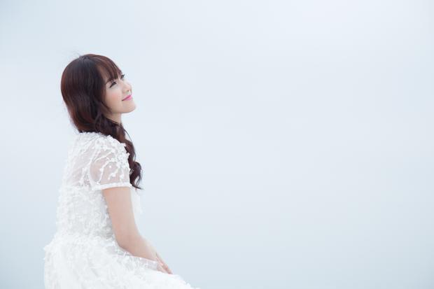 Vẫn trung thành với thể loại ballad và hình ảnh nhẹ nhàng nhưng trong Mặt trái của hạnh phúc, Jang Mi đã cho thấy sự tiến bộ ở kỹ năng thanh nhạc và diễn xuất thu hút.