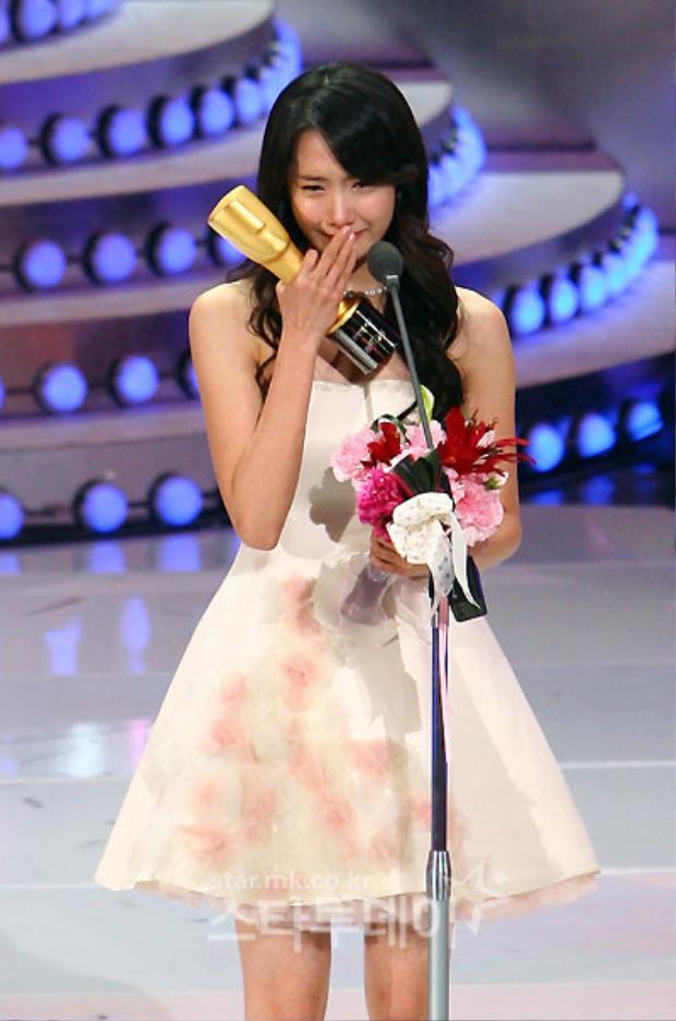 Năm đó, một loạt giải thưởng đã đến với những cố gắng của Im Yoona: Diễn viên mới xuất sắc nhất, Nữ diễn viên được yêu thích nhất, Nữ diễn viên xuất sắc nhất …