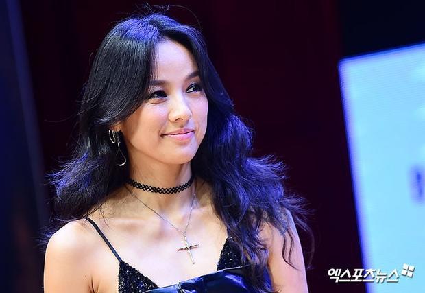Nữ hoàng sexy Lee Hyori đã nhận lời mời làm người xông đất cho Party People