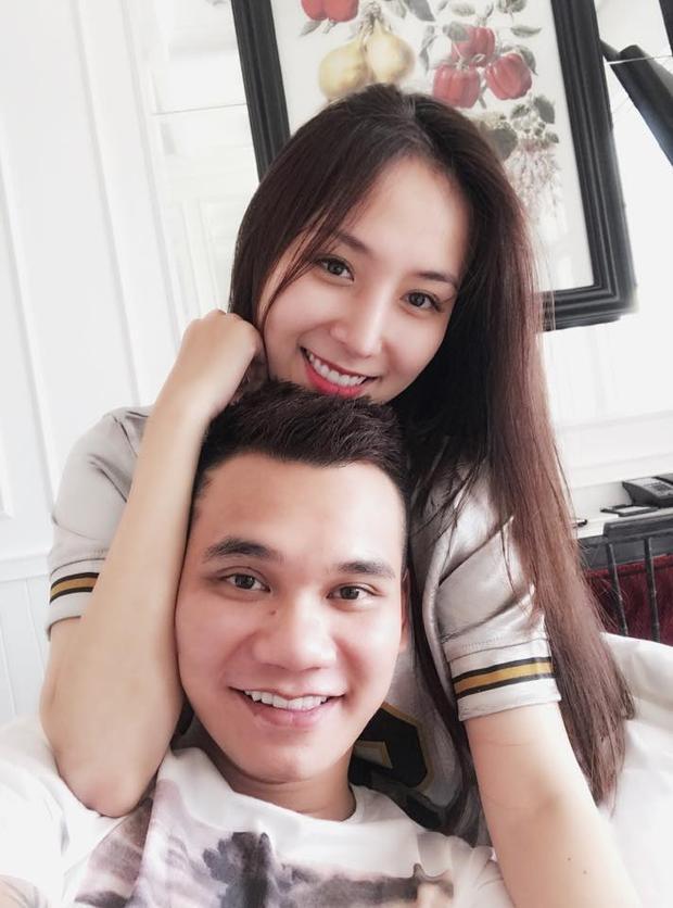 Khắc Việt khoe bạn gái xinh đẹp.