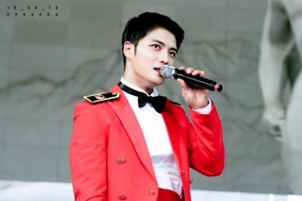 Kim Jae Joong đẹp rạng ngời dù ở quân ngũ.