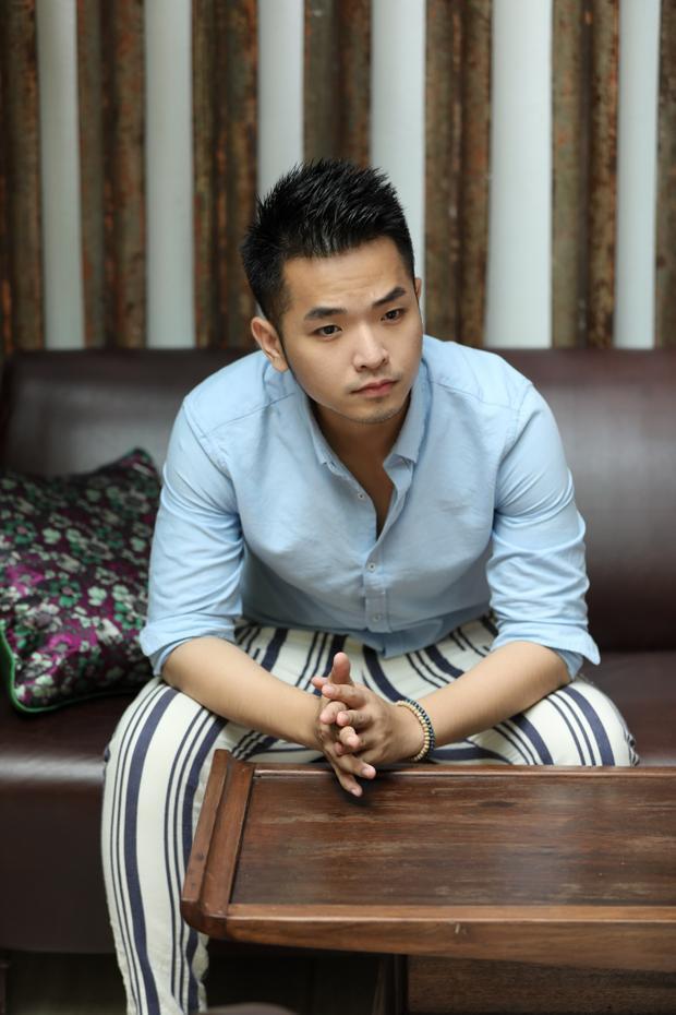 Phát hành kèm cùng single, Phạm Hồng Phước cho ra mắt MV được làm theo dạng phỏng vấn và hướng về những hoàn cảnh đặc biệt của xã hội.