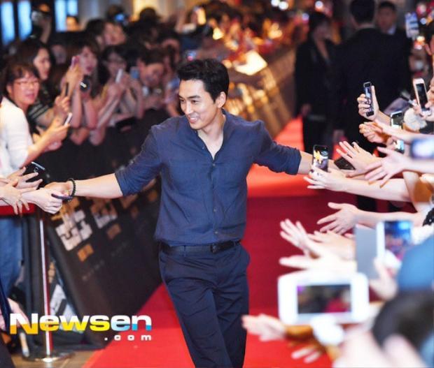 Anh có mặt từ rất sớm và nhận được sự cổ vũ nhiệt tình từ người hâm mộ.
