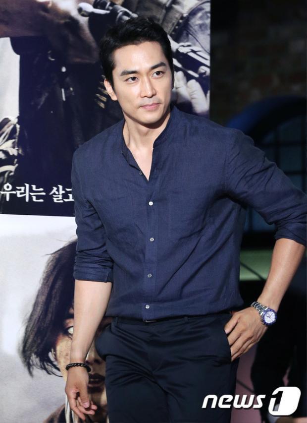 Tài tử U40 Song Seung Hun cũng đến ủng hộ bộ phim.