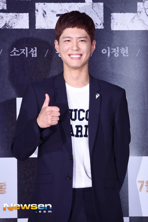 Park Bo Gum không quên đến ủng hộ đàn anh thân thiết của Song Joong Ki.