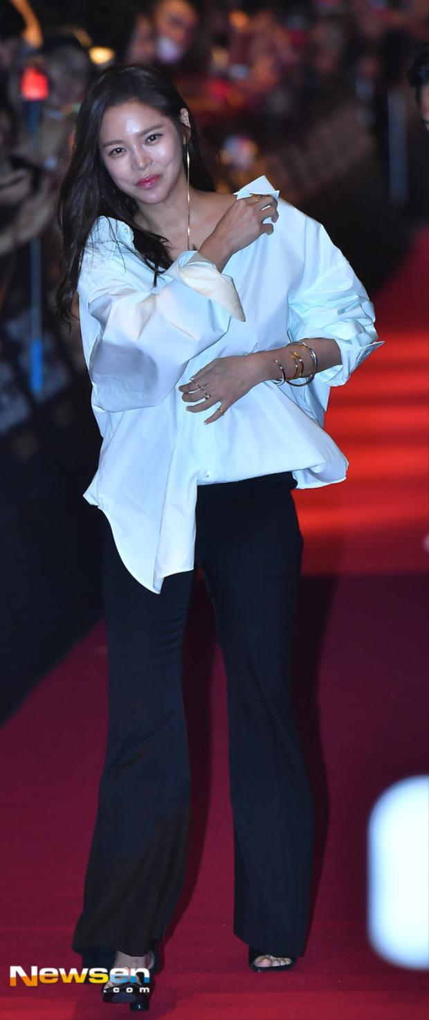 Nhiều sao hạng A đến dự buổi công chiếu phim của Song Joong Ki nhưng Song Hye Kyo lại vắng mặt