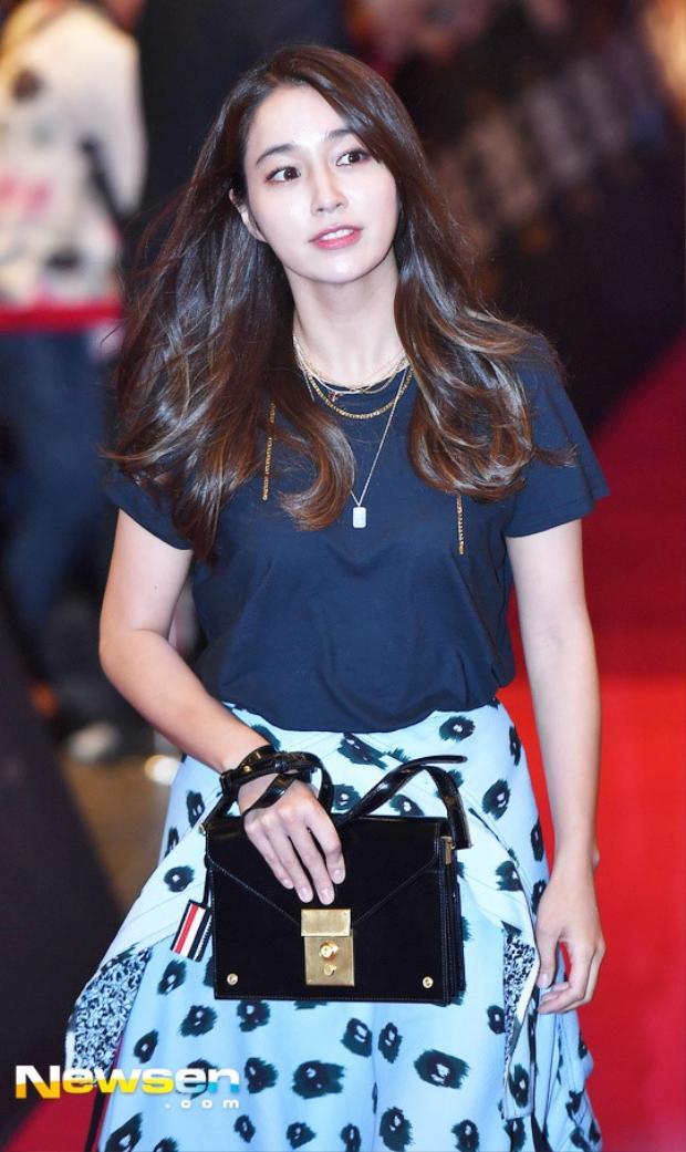 """""""Nàng khỉ"""" Lee Min Jung cũng có mặt. Cô là bà xã của Lee Byung Hun, người từng là bạn trai cũ Song Hye Kyo."""