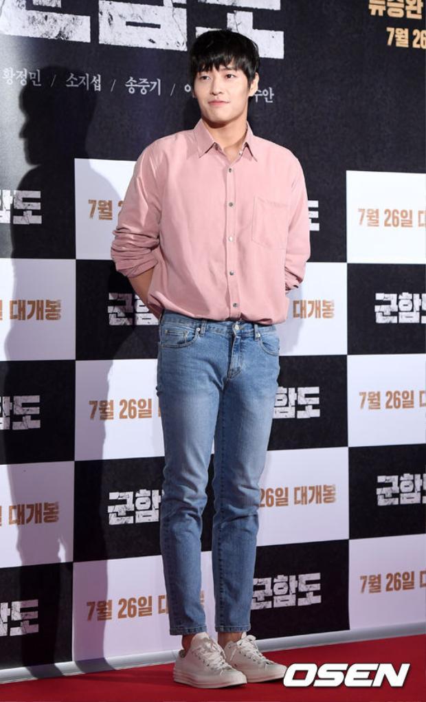 Nam diễn viên Kang Ha Neul, bạn thân của Kim Woo Bin.