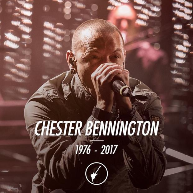 Tối muộn (20/7), cả thế giới đã hoàn toàn bị sốc và đau buồn trước tin nam ca sĩ huyền thoại Chester Bennington của nhóm Linkin Park đã qua đời sau khi thắt cổ tự tử.