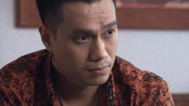 Phan Quân bàn chuyện với cậu ấm Phan Hải, bên cạnh đó, ông còn sốt sắng lo chạy án cho Lê Thành.