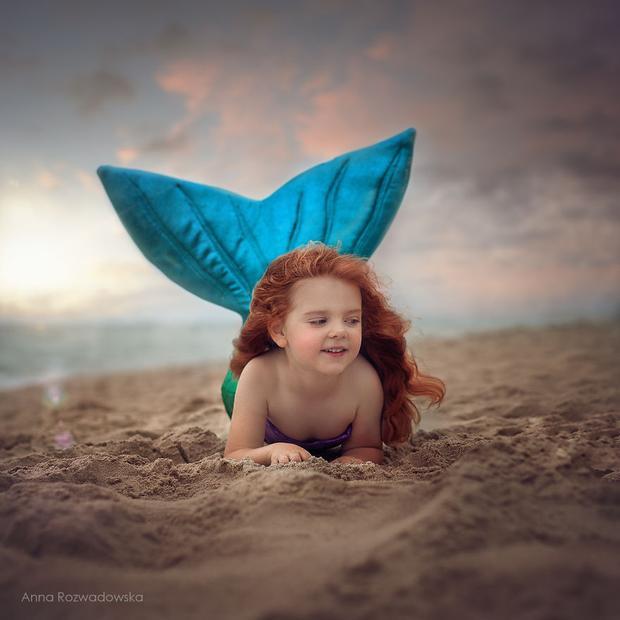 Mặc dù Ariel thật sự là nàng tiên cá nhỏ quý báu của vua Thủy Tề, nhưng em chỉ muốn là công chúa trong lòng mẹ em thôi!