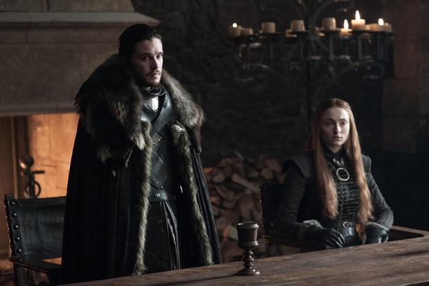 Chú thích: Sansa và anh trai - Vua Phương Bắc Jon Snow.