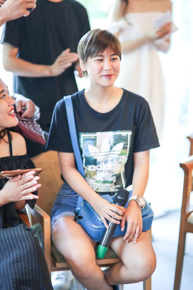 Tại buổi họp mặt còn có sự góp mặt của cô bạn Phương Mai - team Tóc Tiên.