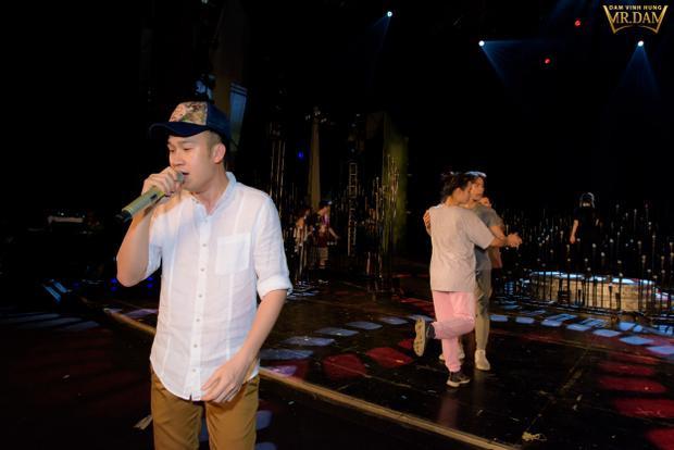 Hoài Lâm và Dương Triệu Vũ sẽ kết hợp với chủ nhân của đêm nhạc trong ca khúc đặc biệt, tập hợp 62 tên bài hát bolero.