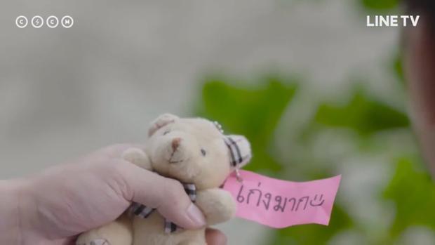 """Sau bao tháng trời hết giấu đến vứt thùng rác rồi lại nhặt lên, con gấu """"cổ động"""" cuối cùng đã được Nine mang ra tặng cho Rottang."""