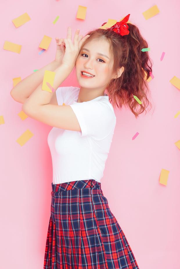 Cùng xem hình ảnh mới nhất trích từ single debut của Han Sara…