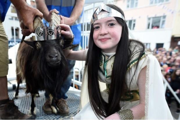 Hình ảnh cô bé Caitlin Horgan trong vai Hoàng hậu Puck.