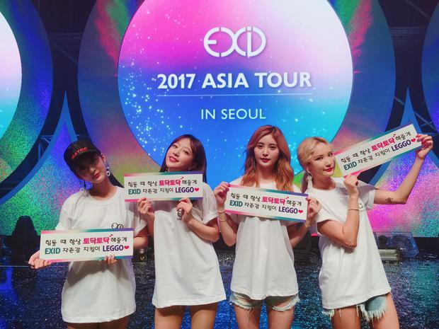 4 thành viên EXID tại fan meeting tối 12/8.