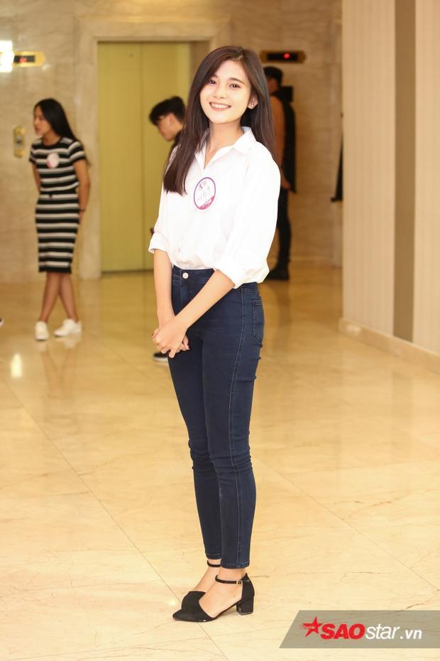 Nguyễn Thị Minh Tuyền gây ấn tượng ngay từ cái nhìn đầu tiên với khuôn mặt xinh đẹp đầy lôi cuốn.