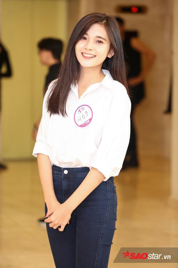 Cô nàng có 3903 lượt vote, học sinh giỏi 12 năm, đạt học bổng học sinh chuyên xuất sắc 3 năm liền cấp 3, là đại diện học sinh toàn thành giao lưu văn hóa Việt - Lào, giải 3 học sinh giỏi Sinh cấp thành phố.