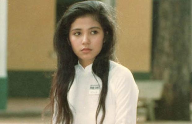 Việt Trinh trong tà áo dài trắng khiến bất cứ chàng trai nào cũng phải xao xuyến.