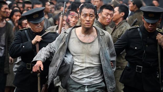 Giống như kẻ cầm đầu ngỗ ngược Choi Chil Sung (So Ji Sub), chiến đấu đến cùng để bảo vệ lời hứa với một cô gái làng hoa.
