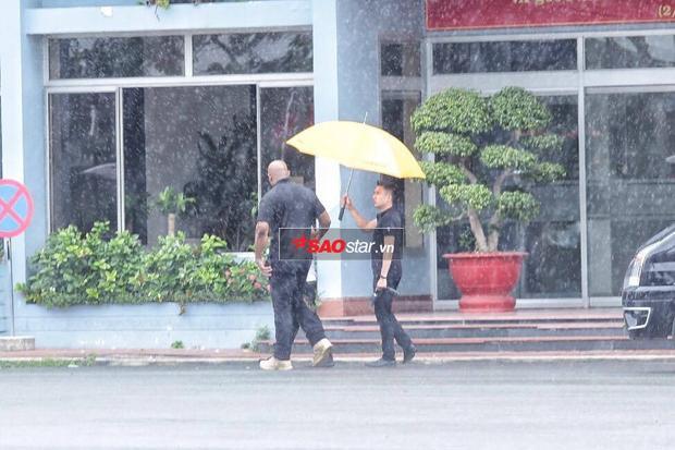 Sau khi rời khách sạn, đoàn xe tiến thẳng về sân bay Tân Sơn Nhất.