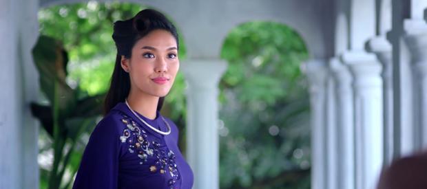 Lan Khuê xinh đẹp trong vai cô con dâu trưởng Tư Thì.